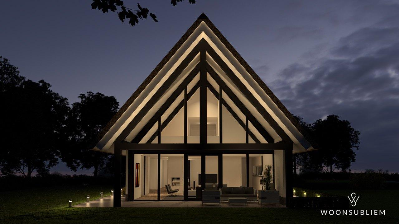 schuurwoning-risaliet-wit-stucwerk-rieten-kap-terras-houten-gebint-avond
